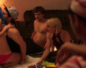 nackt Wyns Floor Topless Review