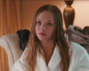 Amanda Seyfried hot, Julianne Moore nude - Chloe (2009)