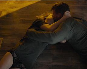 Mackenzie Davis - Izzy Gets the Fuck Across Town (2017) celeb hot scene