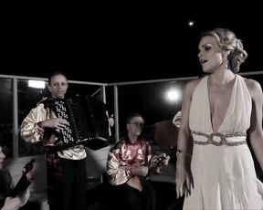 Sienna Miller, Scarlett Kapella, Izabella Miko Nude - Two Jacks (2012)
