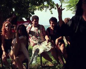 Amanda Freires, Barbara Vida, Helena Ignez - Ossos (2015) sexy nude scene
