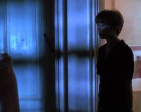 Jennifer Jason Leigh Nude - Single White Female (1992)