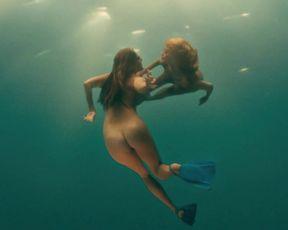 Jessica Szohr, Kelly Brook, Riley Steele etc - Piranha (2010)