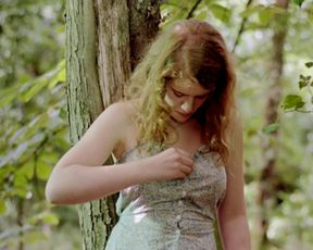Clara Augarde nude - Un poison violent (2010)