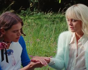 Vanessa Paradis nude, Kate Moran, Els Deceukelier sexy - Un Couteau Dans Le Coeur (2018)