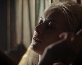 "Severija Janusauskaite, Sophie Pfennigstorf - Babylon Berlin s01e04 (2017) Naked ""topless"" scene"