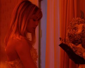 Alice Isaaz - Especes menacees (2017) sexy hot scene