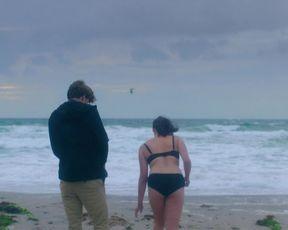 Julie Christiansen, Marie Boda - Mens vi lever (2017) Nude film scene