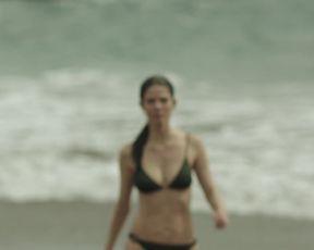 Juana Acosta, Ingrid Garcia Jonsson - Acantilado (2016) Sexy film scene