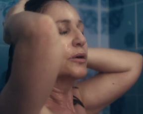 Mercedes Moran, Laila Maltz nude - Familia sumergida (2018)
