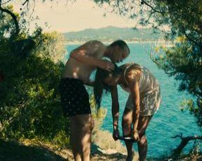 Denisa Pfauserova nude - Prazdniny v Provence (2016)