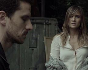 Julie De Bona - Empreinte (2015) Naked movie scenes