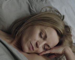 Malgorzata Foremniak - Slugi boze (2016) Censorship erotic scene