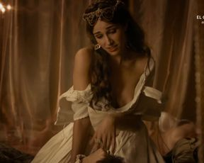 Ariana Martinez - Carlos, Rey Emperador s01e14 (2016) Naked movie scene