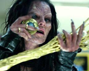 Elizabeth Banks, Naomi Scott - Power Rangers (2017) Сut celebs scenes
