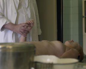 Alzbeta Stankova, Jana Podlipna - Svet pod hlavou s01e04e08 (2017) Naked Actress In A movie scene