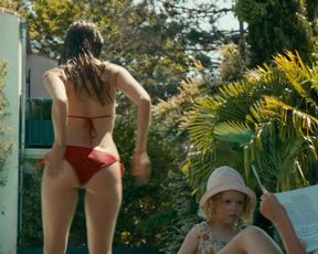 Alicia Endemann, Valerie Karsenti - Ma Famille t'adore deja (2016) Naked TV movie scene