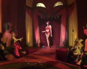 Burlesque Strip  SHOW -040- Laura Desiree Peepshow
