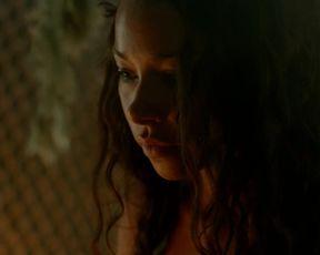 TV show scene Louise Barnes & Jessica Parker Kennedy - Black Sails S01E04 (2014)