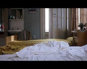 Naked scenes Olga Kurylenko - L'Annulaire (2005)