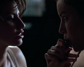 Celebs Jennifer Tilly, Gina Gershon - Bound (1996)