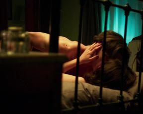 Blanca Suarez nude - Cable Girls (2017)  (Season 2, Episode 4)