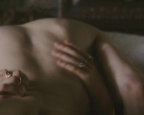 Amy Manson, Jodie Comer - The White Princess s01e06 (2017) Naked sexy video