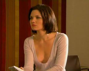 Delphine Chaneac - Laura, le compte a rebours a commence s01 e01e03 (2006)