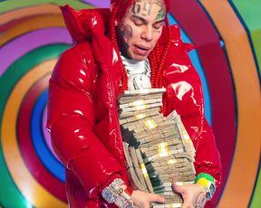 Nicki Minaj - Trollz (2020) Сut nude scene