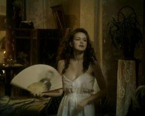 Emilia Schule nude - Charite (2017) (Season1, Episode1)