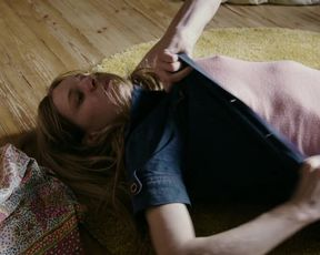 Lilith Stangenberg - Idioten der Familie (2017) Sexy film scene