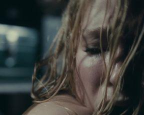 Haley Bennett - The Girl on the Train (2016) Nude movie scene