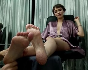 Feet JOI Relieving Massage for Horny Short-haired Sugarr Nymph