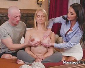 Extraordinaire dark-skinned-haired knows how to turn a personal massage class into a 3 way and have a blast