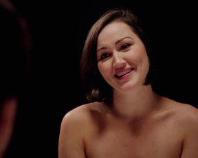 Kira Pearson - Salad Days (2015) celebs bra-less vid