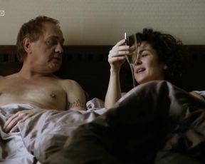 Marie-Lou Sellem - Zeit der Zimmerbrande (2014) actress bare-breasted vignette