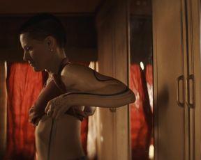 Charlotte Le Bon, Lubna Azabal, Veerle Baetens - Cheyenne _ Lola s01 (2020) celebs warm vignette