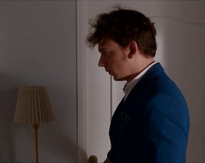 Laure Millet, Romane Meutelet - Ta bathrobe cintree (2018) celeb red-hot lesbo kissiing episode
