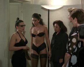 Monica Bellucci - La riffa (1991) celeb a braless episode from old-school flick