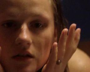 Ester Hocke, Petra Polakova - Lesni chodci (2003) actress steaming movie sequence
