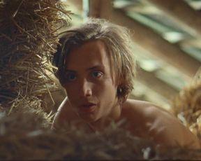 Juliet Daalder - Run Free (2016) celeb bare mounds