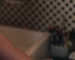 Marilou Berry - Je te promets s01e01 (2021) celeb nude tits