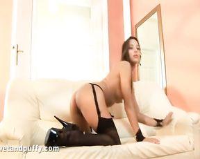 Dominika C Lubricating up her slit