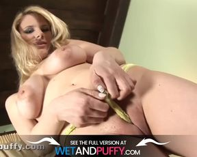 Phat Booby Stunner Greases Up Raw Snatch