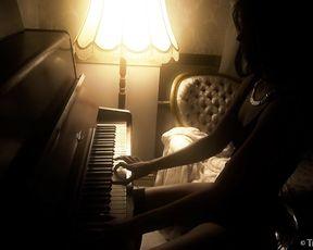 Hot Girl Elza - My Erotical Piano (masturbation)