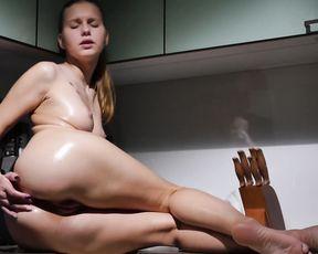 Masturbation Video Lara A-Smooth Rubbing