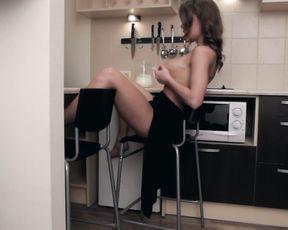 Viola Bailey sexy - Milk