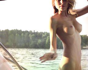 Sandy Johnson  nackt