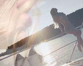 Nude Art - Floating