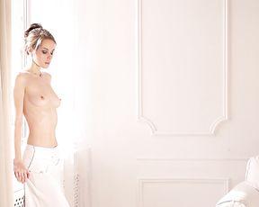 Nude Art Video - Brunette Whirling